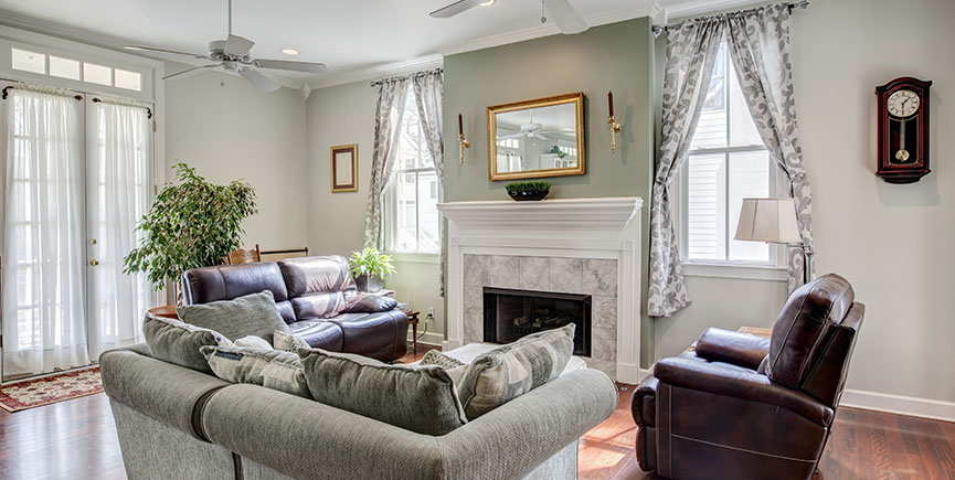 Beautiful livingroom with fireplace
