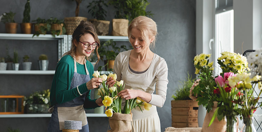 Florists preparing tulip bouquet