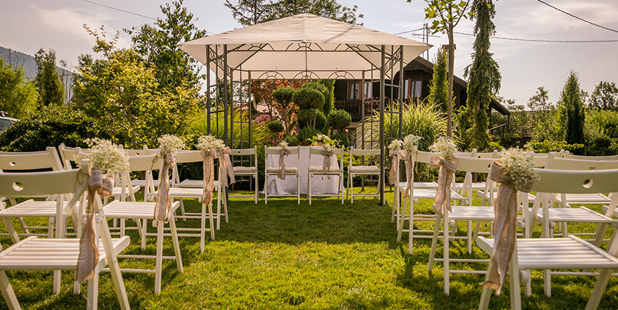 Pros And Cons Of A Weekday Wedding