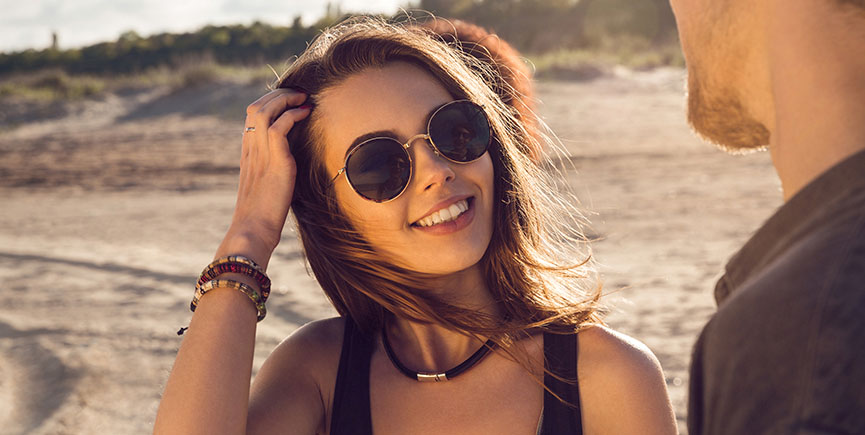 Smiling pretty girl in sunglasses